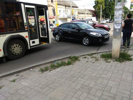У Кропивницькому трапилася ДТП за участі автівки, автобусу й маршрутки. ФОТО