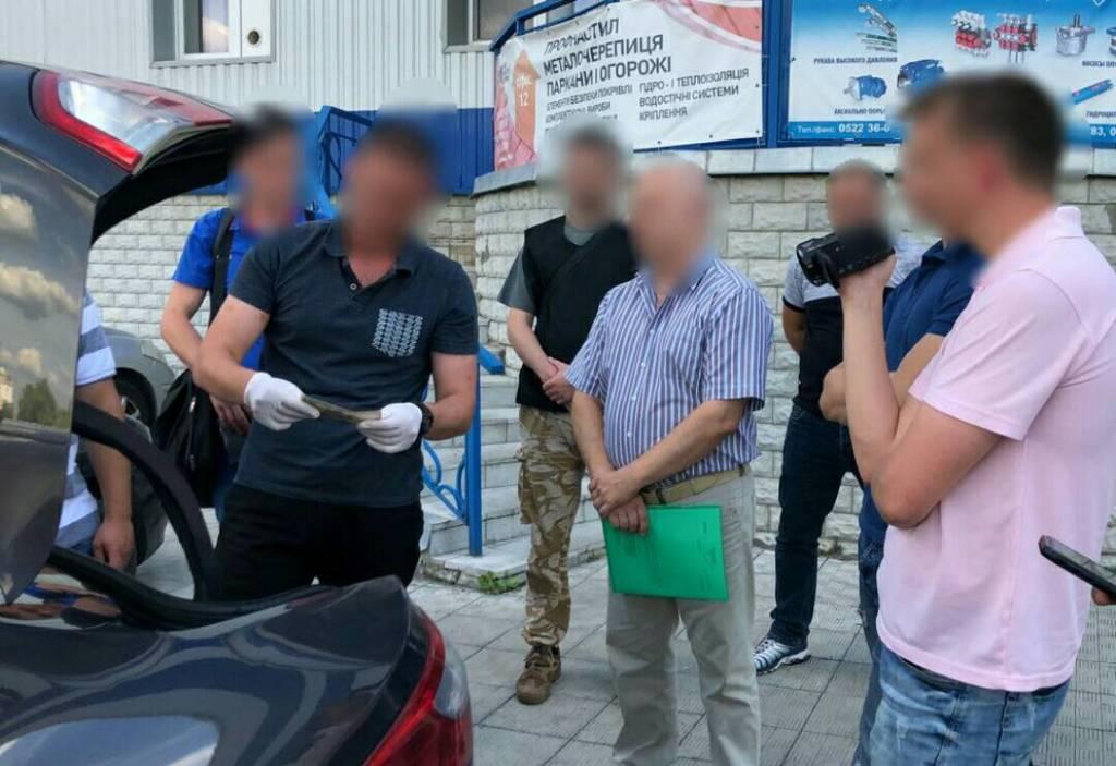 Без Купюр | Корупція | У Кропивницькому за підозрою в отриманні хабара затримали митного брокера. ФОТО 2