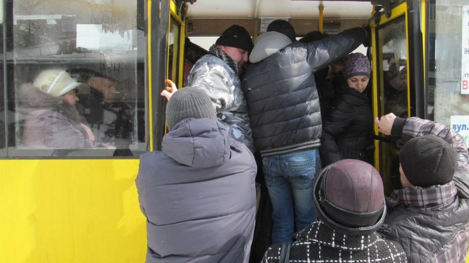Без Купюр У Кропивницькому зареєстрували петицію про виведення з тіні плати за проїзд у громадському транспорті Транспорт  петиція пасажирські перевезення Кропивницький квитки