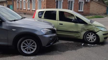 У Кропивницькому Mitsubishi довелося евакуювати з місця ДТП. ФОТО