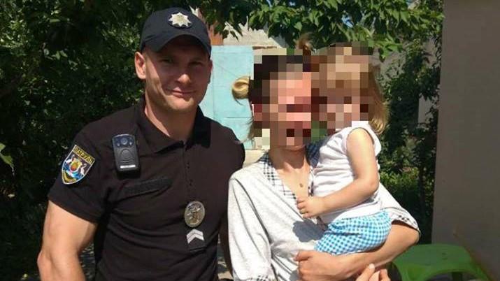 Без Купюр У Кропивницькому на пошуки дитини, яка гралася в хованки, викликали патрульних Події  Патрульна поліція Кропивницький загублена дитина дитина