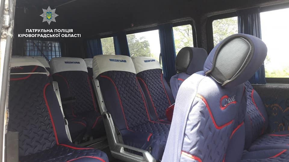 Без Купюр У Кропивницькому водій мікроавтобусу перевозив пасажирів без необхідної для цього категорії За кермом  спецзаходи перевірка Патрульна поліція Кропивницький громадський транспорт