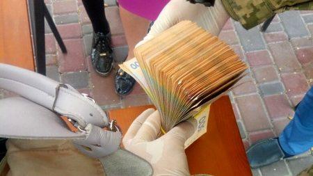 Вже не хабарниці: у Кропивницькому чиновницям ДФС інкримінують «легшу» статтю