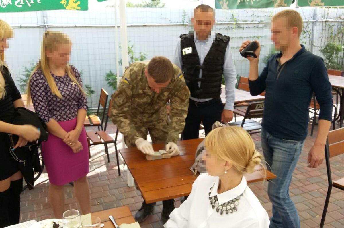Вже не хабарниці: у Кропивницькому чиновницям ДФС інкримінують «легшу» статтю 2