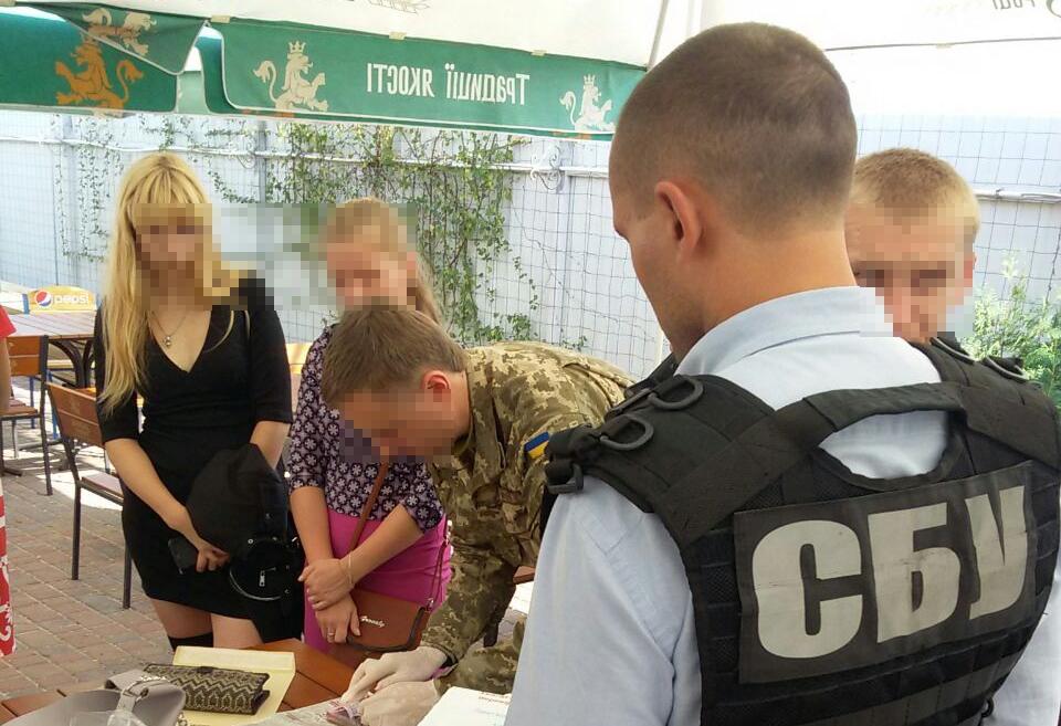 Вже не хабарниці: у Кропивницькому чиновницям ДФС інкримінують «легшу» статтю 3