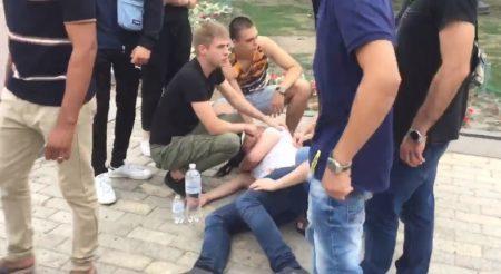 У центрі Кропивницького конфлікт переріс в масову бійку. ВІДЕО