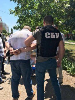 """Деталі справи фіскала, якого затримали у Кропивницькому за підозрою у вимаганні """"данини"""" з власниці кафе"""