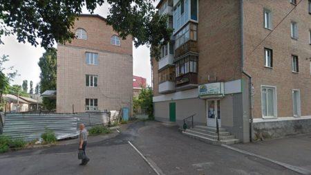 Землю під парковку біля п'ятиповерхівки по вулиці Чміленка отримає «Ятрань»