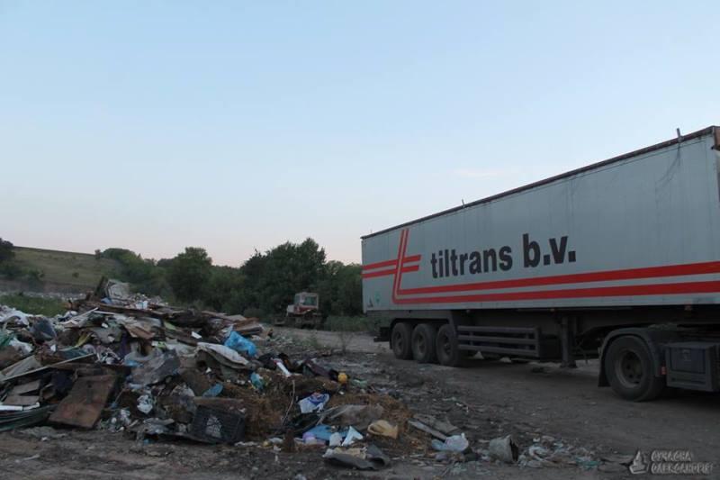 Фурам з львівськими номерами заборонили вивантажити сміття на полігоні в Олександрії. ФОТО 4 - Події - Без Купюр
