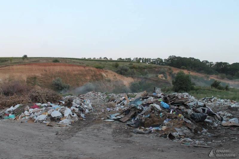 Фурам з львівськими номерами заборонили вивантажити сміття на полігоні в Олександрії. ФОТО 5 - Події - Без Купюр
