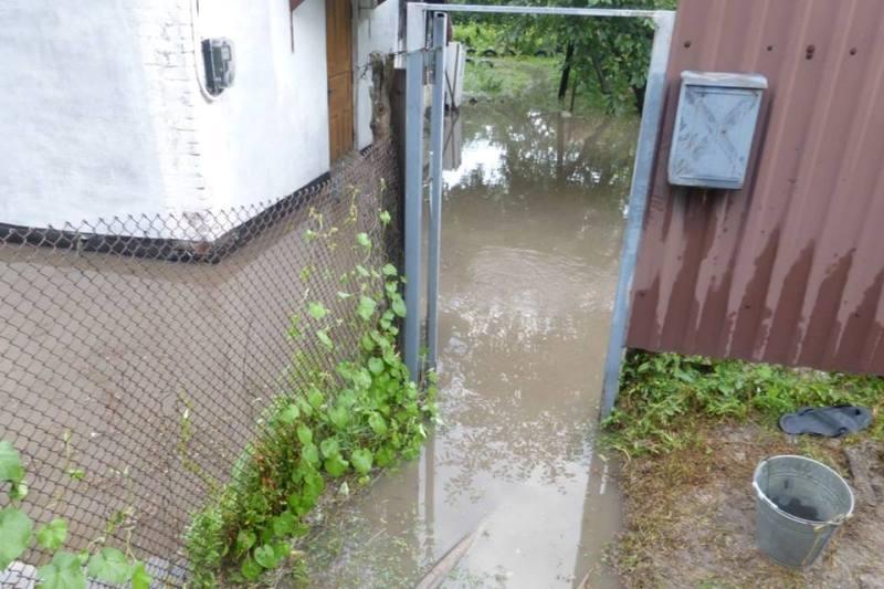 Без Купюр Через зливу в Кропивницькому відкачували воду в 25-ти домоволодіннях. ФОТО Життя  негода Кропивницький ДСНС