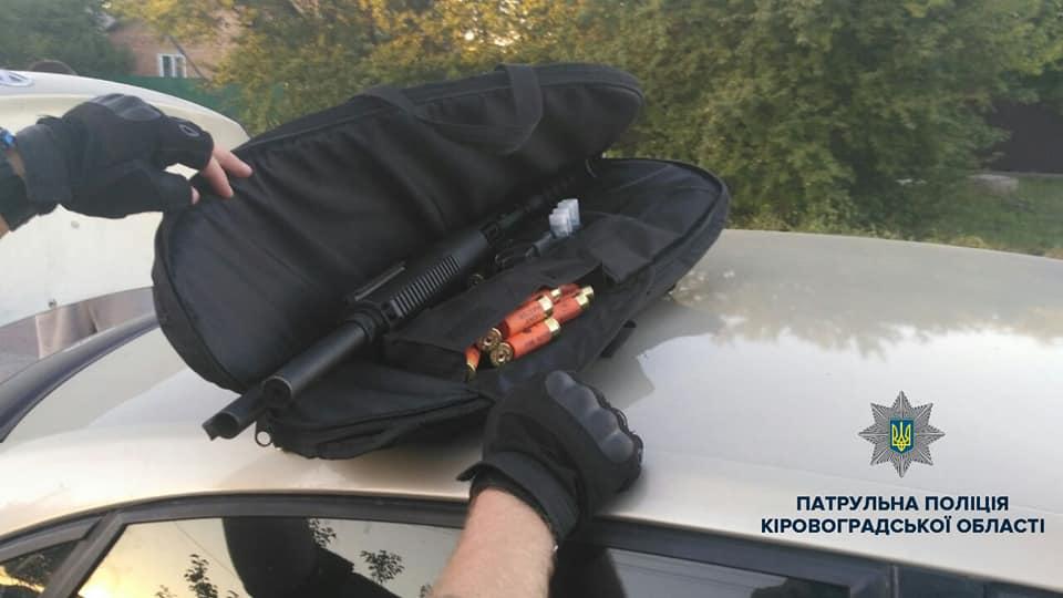 Без Купюр Патрульні затримали винуватців учорашньої стрілянини в Кропиницькому. ФОТО Кримінал  стрілянина Патрульна поліція Кропивницький гвинтівка