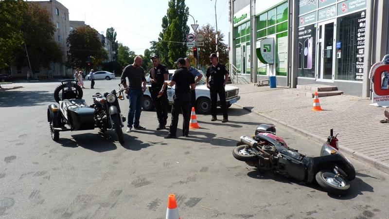 В Олександрії за нез'ясованих обставин на тротуарі помер чоловік. ФОТО - 2 - Кримінал - Без Купюр
