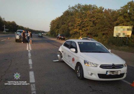 Пішохід спровокував ДТП за участі Toyota Land Cruiser Prado та Citroen C-Elysee. ФОТО