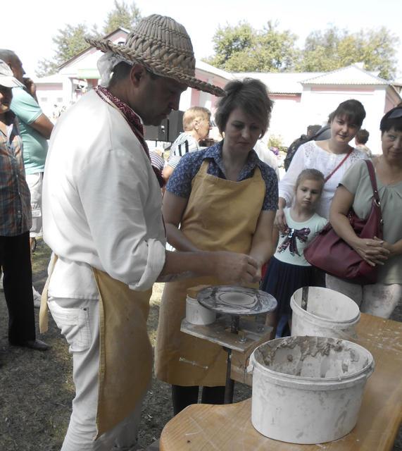 Світлана Орел | Життя | На Кіровоградщині відкрили пам'ятний знак Цвітненському осередку гончарства 2