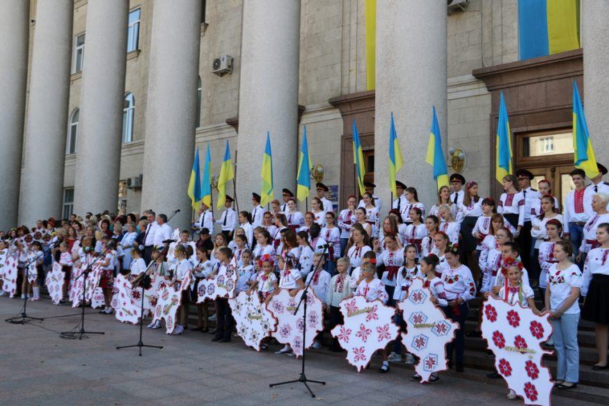"""У Кропивницькому нагородили заслужених містян та презентували вишитий """"Вінок Єдності"""". ФОТО - 2 - Події - Без Купюр"""