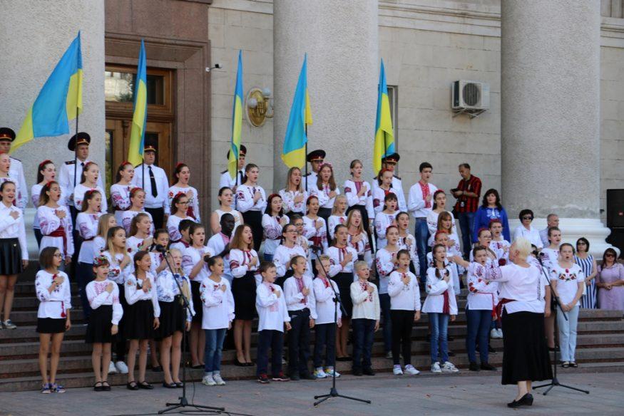 """У Кропивницькому нагородили заслужених містян та презентували вишитий """"Вінок Єдності"""". ФОТО - 4 - Події - Без Купюр"""