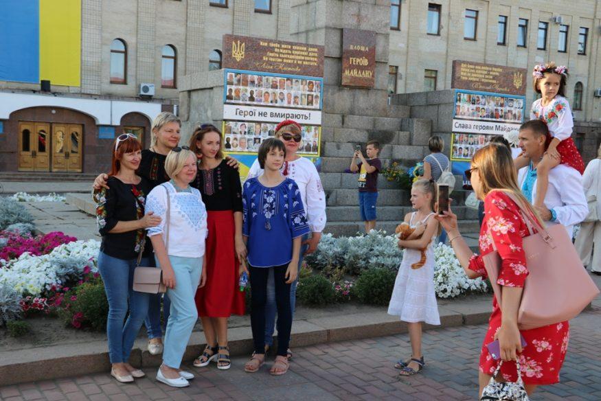 Кропивницький у вишиванках - 2018. ФОТОРЕПОРТАЖ - 24 - Життя - Без Купюр