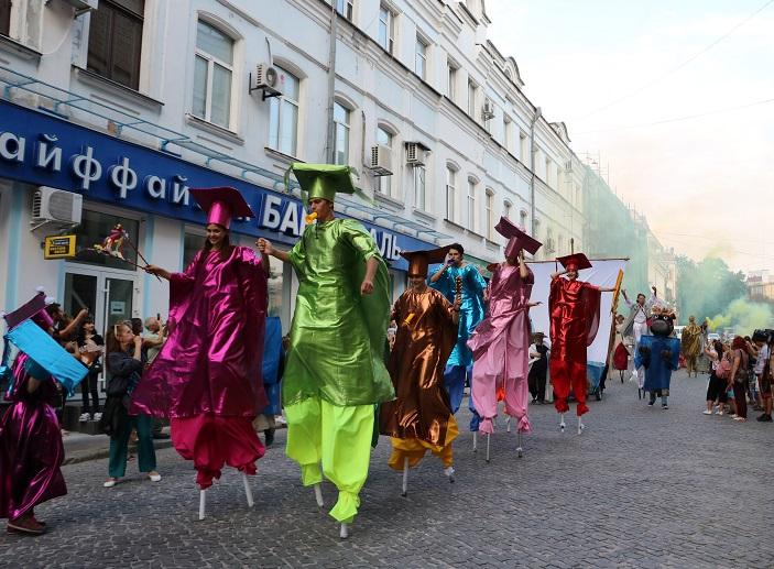 Без Купюр | Події | У Кропивницькому яскраво розпочався КропФест.ФОТО 3