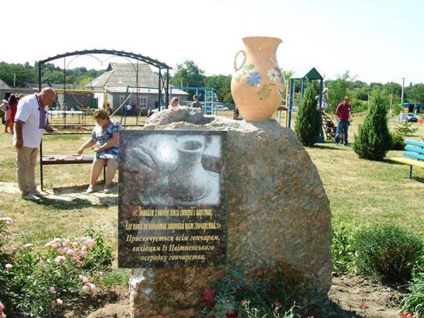 Світлана Орел | Життя | На Кіровоградщині відкрили пам'ятний знак Цвітненському осередку гончарства 1