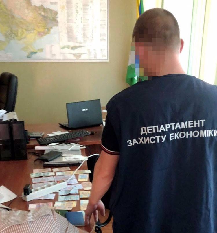 У Кропивницькому за підозрою в отриманні хабара затримали посадовця держпідприємства. ФОТО 3