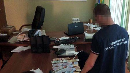 У Кропивницькому за підозрою в отриманні хабара затримали посадовця держпідприємства. ФОТО