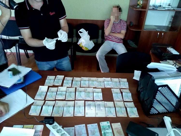 У Кропивницькому за підозрою в отриманні хабара затримали посадовця держпідприємства. ФОТО 1
