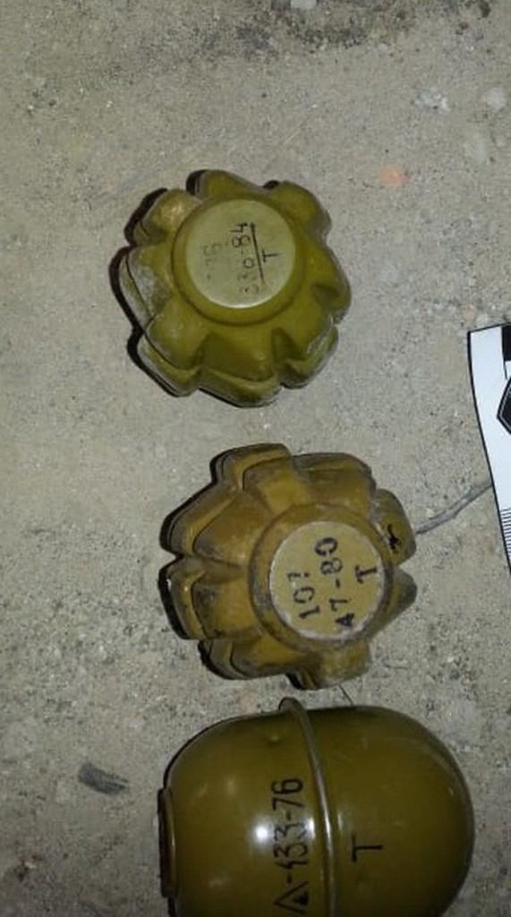 Без Купюр У недобудові на околиці Кропивницького виявили протитанкову міну і гранати. ФОТО Кримінал  протитанкова міна Кропивницький гранати