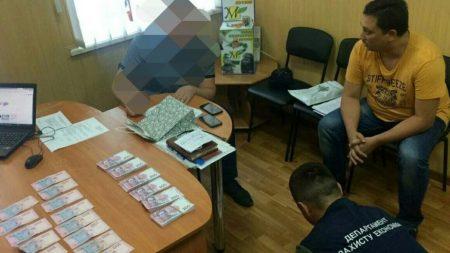 5 тисяч доларів за дозвіл на розміщення бордів: у чому підозрюють депутата з Кропивницького