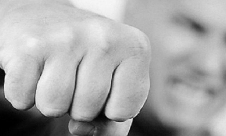 """Без Купюр На Кіровоградщині відкрили справу на патрульного, який """"розпускав руки"""" поза роботою Кримінал  Патрульна поліція Кіровоградщина 2020 рік"""