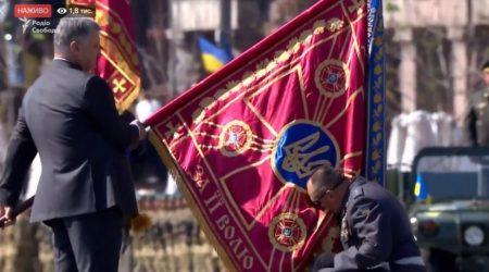 Кропивницькі спецпризначенці з новим бойовим прапором відвідали могилу побратима. ФОТО