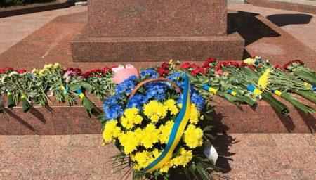 У Кропивницькому урочистості до Дня Незалежності почали з покладання квітів