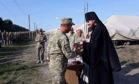 Єпископ Кропивницький і Голованівський Марк на військовому полігоні нагородив військовослужбовців