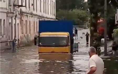 У Кропивницькому після грози вулиці «попливли». ВІДЕО