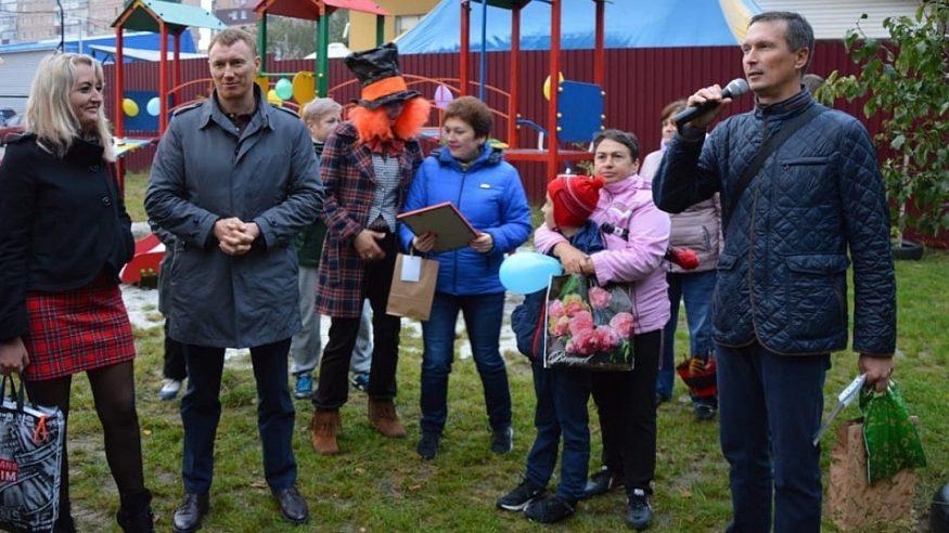 У Кропивницькому відкрили дитячий майданчик та перерізали червону стрічку