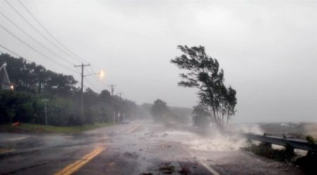На центральну Україну насувається буревій