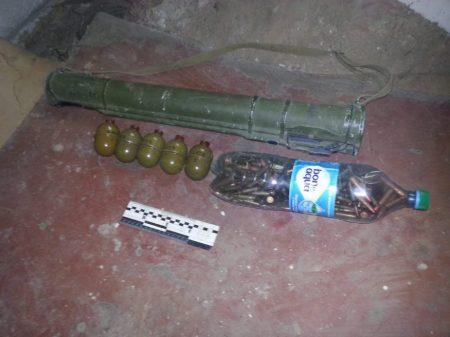 На Кіровоградщині СБУ виявила схрон із гранатометом і боєприпасами. ФОТО