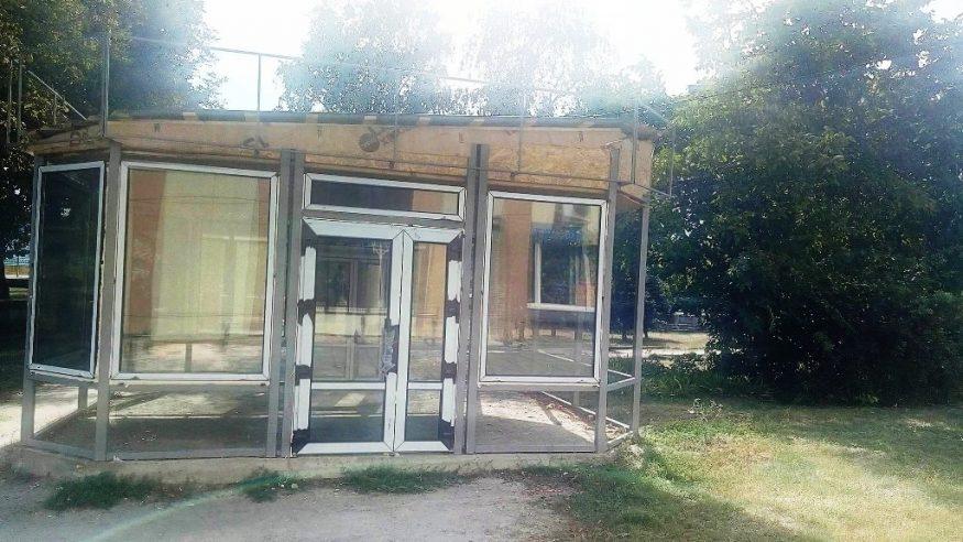 Без Купюр | Події | У Кропивницькому на набережній добудовують скандальний МАФ. ФОТО 2