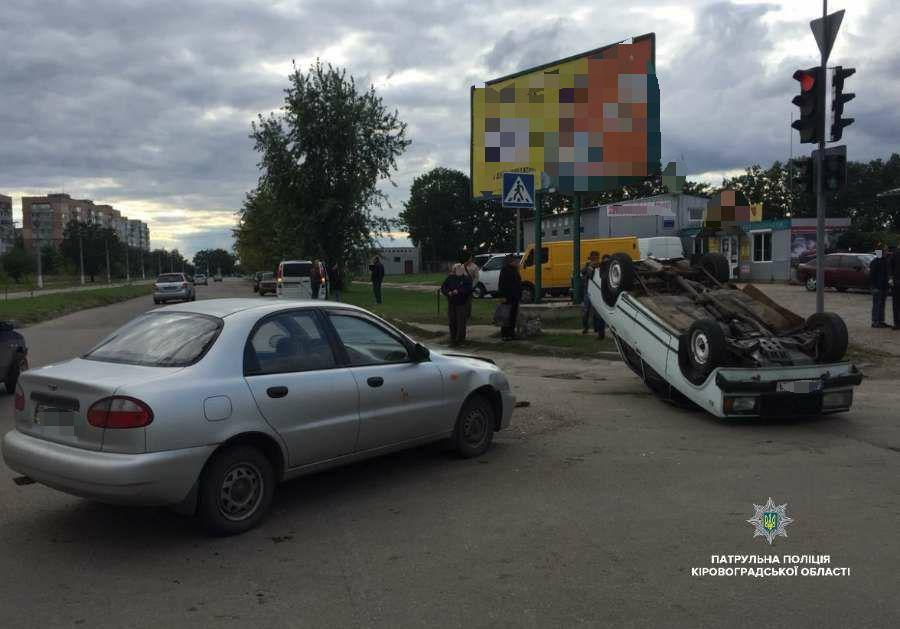 У Кропивницькому перекинулося авто. ФОТО - 4 - За кермом - Без Купюр