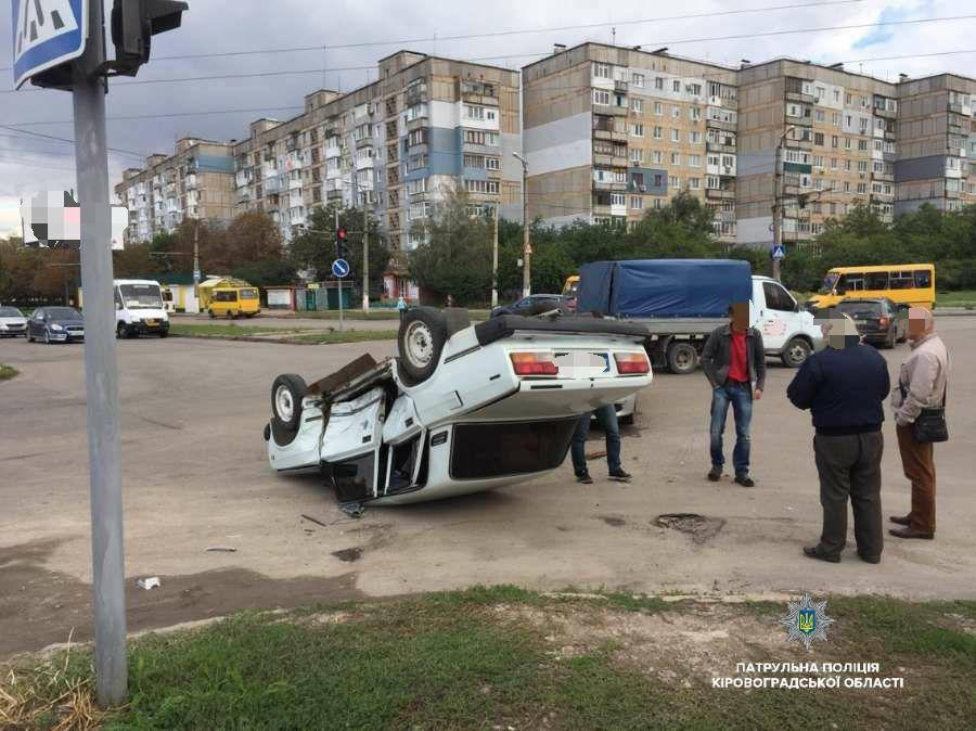 Без Купюр У Кропивницькому перекинулося авто. ФОТО За кермом  Кропивницький ДТП