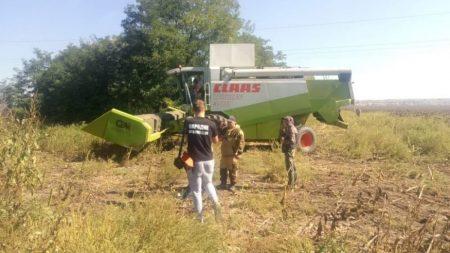 На Кіровоградщині затримали 26 тітушок, котрі намагалися скосити поле і пошкодили сільгосптехніку