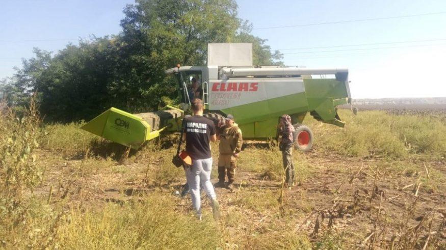 Без Купюр | Кримінал | На Кіровоградщині затримали 26 тітушок, котрі намагалися скосити поле і пошкодили сільгосптехніку 1