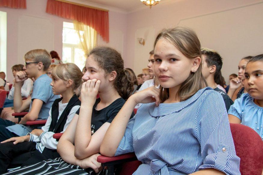 Без Купюр | Життя | У школах Кропивницького збиратимуть макулатуру, на виручені гроші з якої купуватимуть саджанці дерев 3