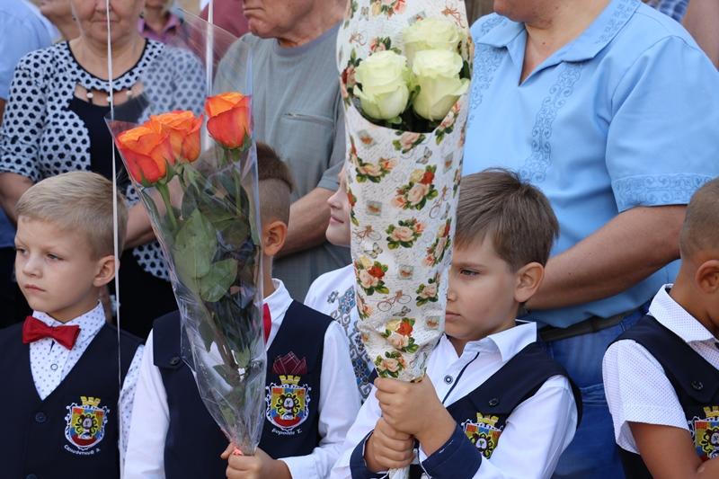 Без Купюр | Освіта | У школах Кропивницького спробували відійти від традиційних лінійок до 1 Вересня. ФОТО 2