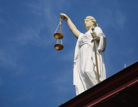 Справу екс-прокурорки Клюкіної намагаються передати на розгляд іншому суду й знову затягнути