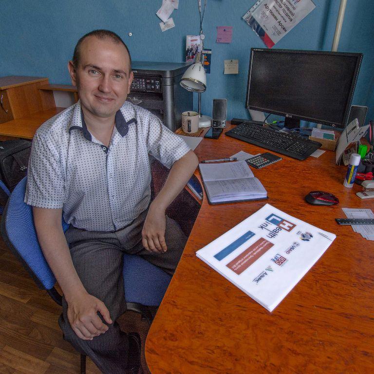 Без Купюр Дмитро Корольков: Ми змінюємо ставлення медичних працівників до розуміння ВІЛ Інтерв'ю  тренінги подолання ВІЛ Кіровоградщина HealthLink