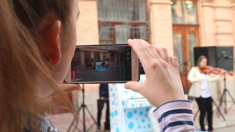 Валерія Мучлер   Культура   Жителі Кропивницького зможуть грати на піаніно у центрі міста. ФОТО 1