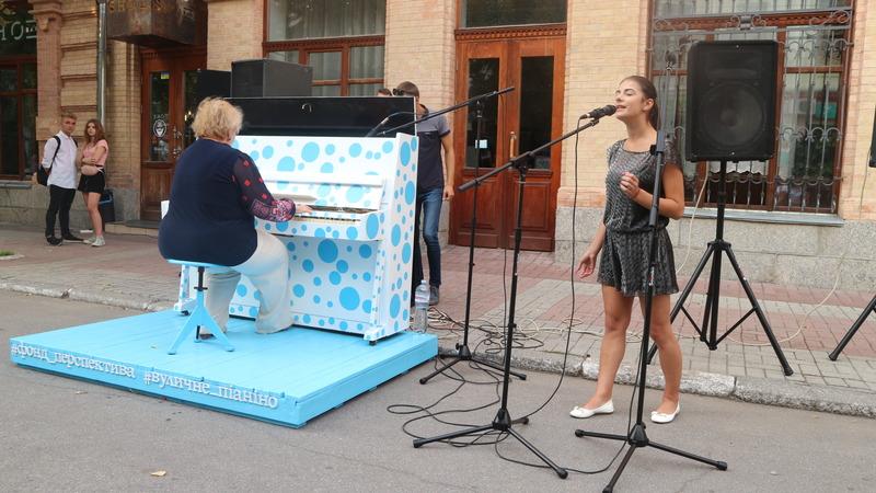 Валерія Мучлер   Культура   Жителі Кропивницького зможуть грати на піаніно у центрі міста. ФОТО 5