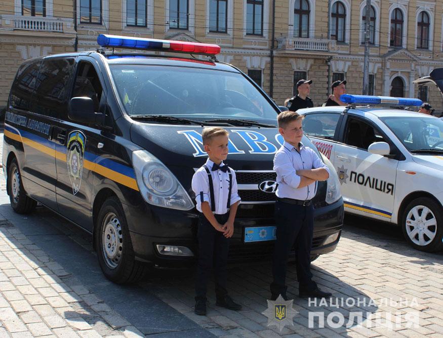 У Кропивницькому поліцейські приїхали на дитяче свято на бронетранспортері. ФОТО - 8 - Події - Без Купюр