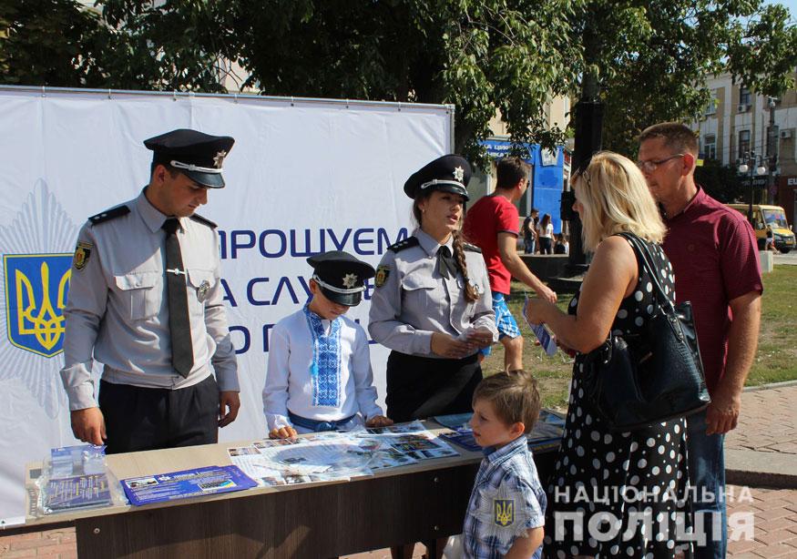 У Кропивницькому поліцейські приїхали на дитяче свято на бронетранспортері. ФОТО - 5 - Події - Без Купюр